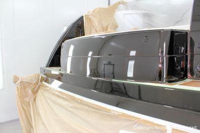 Heck einer Formula 40 PC Motoryacht bei der Effektlack Bootslackierung in der Lackierkabine Bootswerft Baumgart in Dortmund
