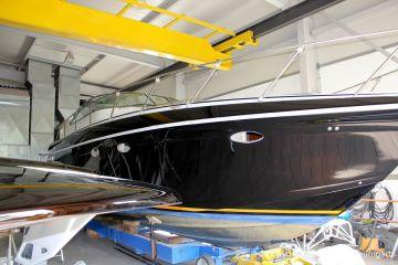 Transport einer Formula 40 PC Motoryacht auf einem Hafentrailer in die Werfthalle der Bootswerft Baumgart in Dortmund