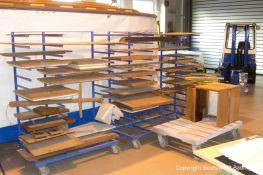 Lackiervorbereitungen bei Holzteilen der Rapsody 29 in der Lackierkabine der Bootswerft Baumgart in Dortmund