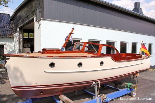 Rapsody 29 auf dem Hafentrailer auf dem Werftgelände der Bootswerft Baumgart nach durchgeführter Bootslackierung in Dortmund