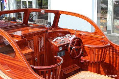 Cockpit der Rapsody 29 auf dem Werftgelände der Bootswerft Baumgart nach durchgeführter Bootslackierung in Dortmund