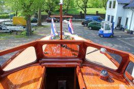 Deck und Führerstand der Rapsody 29 auf dem Werftgelände der Bootswerft Baumgart nach durchgeführter Bootslackierung in Dortmund