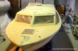 Chris Craft MX 25 Motoryacht beim Refit in der Werfthalle der Bootswerft Baumgart in Dortmund