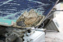 Schaden am Kiel der LM 28 Segelyacht vor der Reparatur auf dem Werftgelände der Bootswerft Baumgart in Dortmund