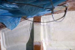 Reparatur der Seitenwand im Innenraum der LM 28 Segelyacht nach Kielschaden in der Werfthalle der Bootswerft Baumgart in Dortmund