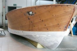 Bug der Riva Ariston bei der Restauration in der Werfthalle der Bootswerft Baumgart in Dortmund