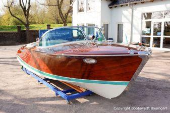 Riva Ariston Motorboot nach durchgeführter Restauration auf dem Werftgelände der Bootswerft Baumgart in Dortmund