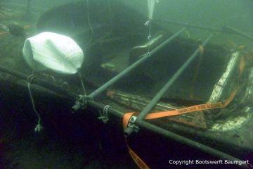 Tauchgang zur Riva Super Aquarama und Anbringung von Stützstangen für die Bergung. Organisiert und durchgeführt mit Unterstützung professioneller Taucher durch die Bootswerft Baumgart