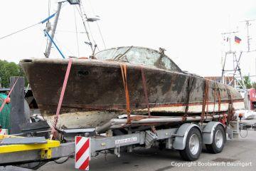 Riva Super Aquarama nach der Bergung auf dem Bootstrailer der Bootswerft Baumgart
