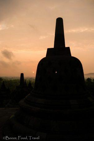 Borobudur-stupa-sunrise