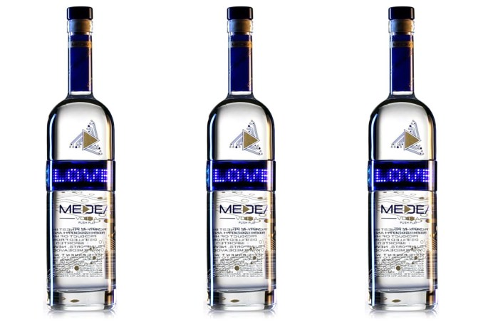 medea-vodka-digital-bottle-boozist