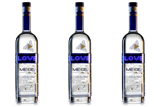 medea-vodka-digital-bottle-boozist