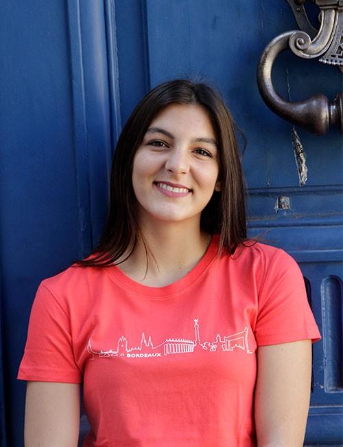 t-shirt pour femme avec Bordeaux Skyline en couleur hibiscus