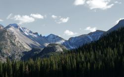 Rocky_Mountain_National_Park_in_September_2011_-_Glacier_Gorge_from_Bear_Lake