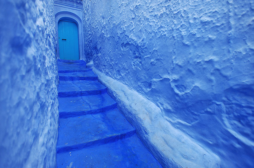 blue-streets-of-chefchaouen-morocco-6