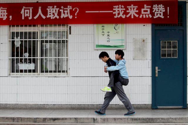 amigo-minusvalido-cargar-clase-xie-xu-zhang-chi (3)