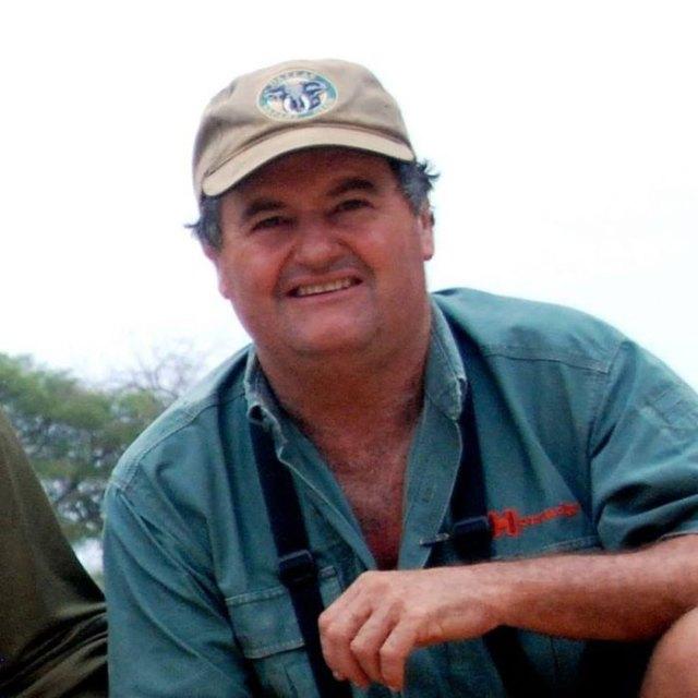 elefante-mata-cazador-ian-gibson (3)