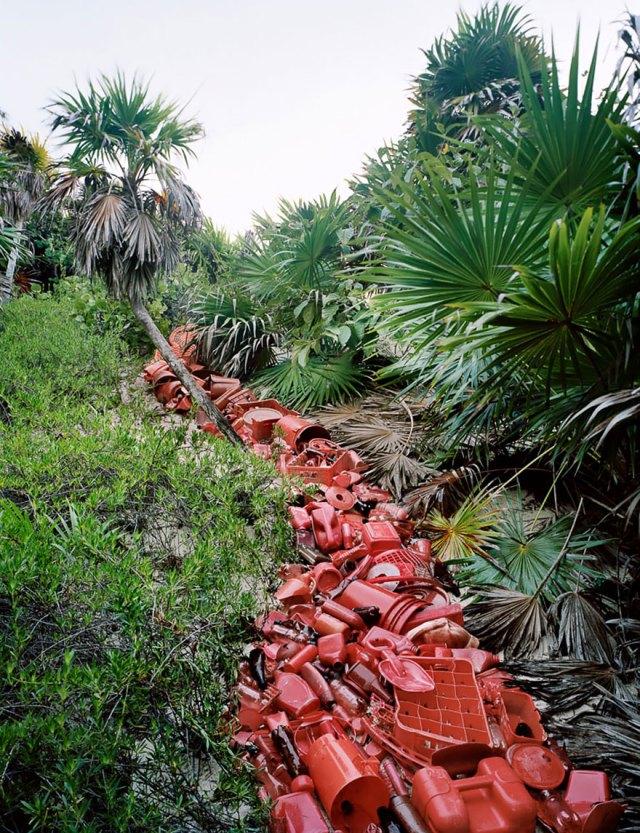 instalaciones-artisticas-basura-playa-sian-kaan-alejandro-duran-mexico (11)