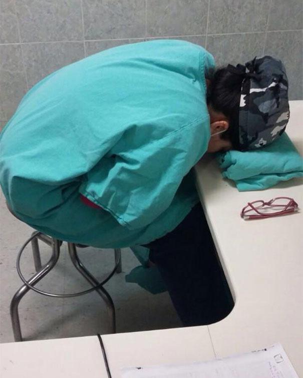 medicos-durmiendo-exceso-trabajo-yo-tambien-mi-dormi (14)