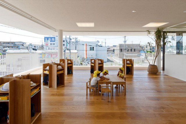 colegio-preescolar-japon-charco-lluvia-jugar-dai-ichi-yochien (8)