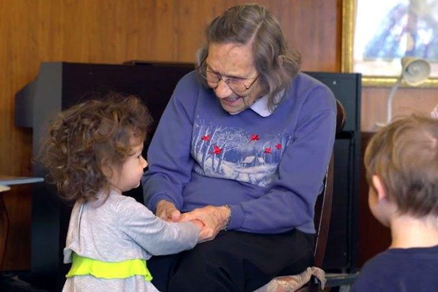 ninos-preescolar-residencia-ancianos-amistad (17)
