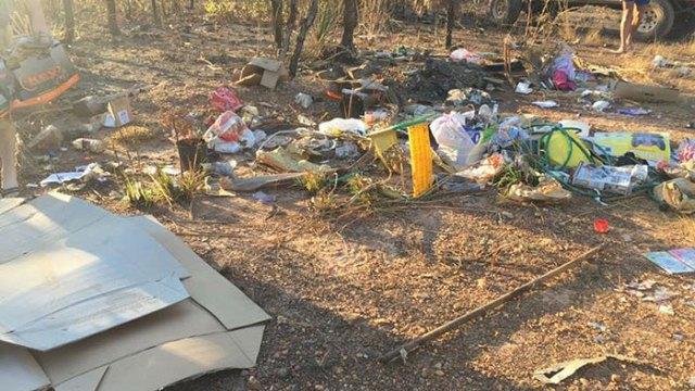 basura-ilegal-devuelta-casa-frederick-tomlinson-australia (6)