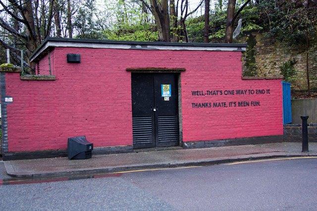 experimento-grafitti-pared-roja-limpieza-mobstr-londres (26)