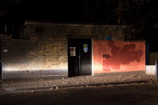 experimento-grafitti-pared-roja-limpieza-mobstr-londres (31)