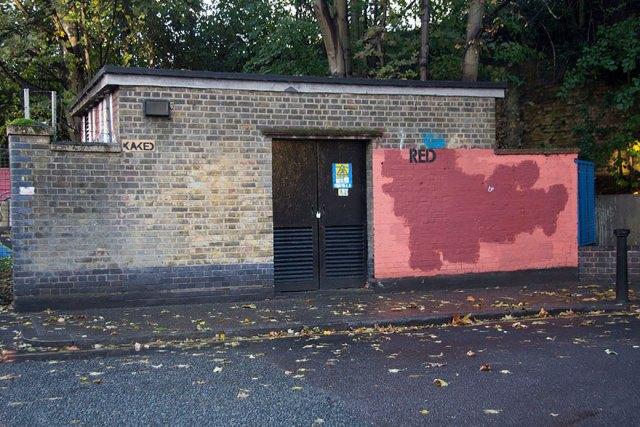 experimento-grafitti-pared-roja-limpieza-mobstr-londres (39)