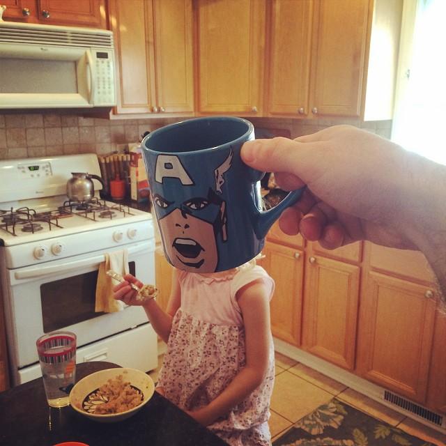 hijos-superheroes-tazas-desayuno-lance-curran (1)