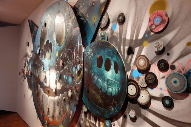 obras-artistas-urbanos-paredes-exhibicion-museo-arte-long-beach (12)