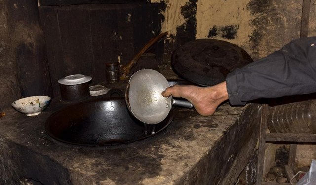 chen-xinyin-sin-brazos-madre-enferma-granja-china (5)