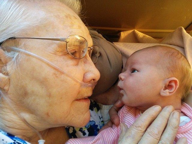 bisabuela-92-anos-conoce-bisnieta-2-dias-scott-martin