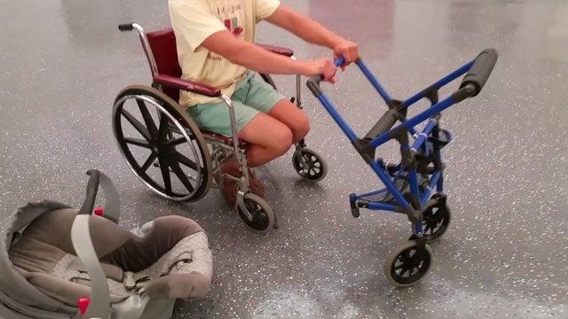 carrito-bebe-unido-silla-ruedas-madre-discapacitada-alden-kane (2)