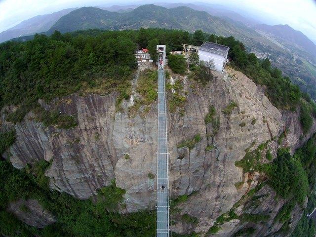 puente-suelo-cristal-hunan-china (1)