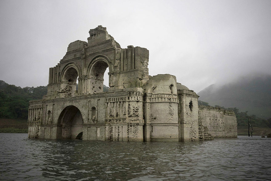 iglesia-colonial-emerge-embalse-templo-santiago-quechula-mexico (6)