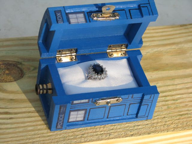 anillos-de-compromiso-con-cajitas-friki (7)