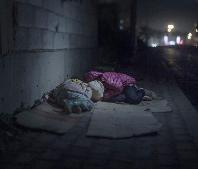 donde-ninos-duermen-fotos-refugiados-sirios-magnus-wennman (10)