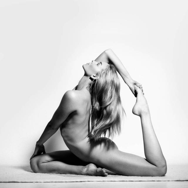 chica-desnuda-yoga-instagram (7)