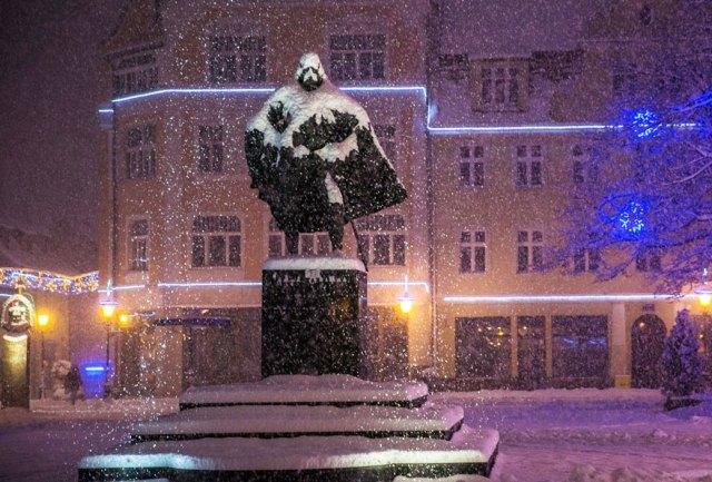 estatua-jakub-wejher-darth-vader-nieve-polonia (1)