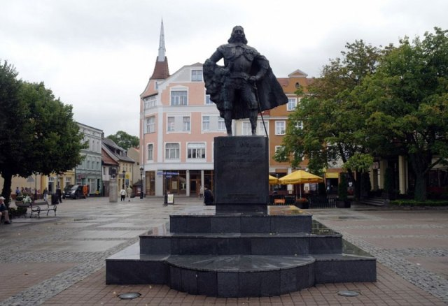 estatua-jakub-wejher-darth-vader-nieve-polonia (2)
