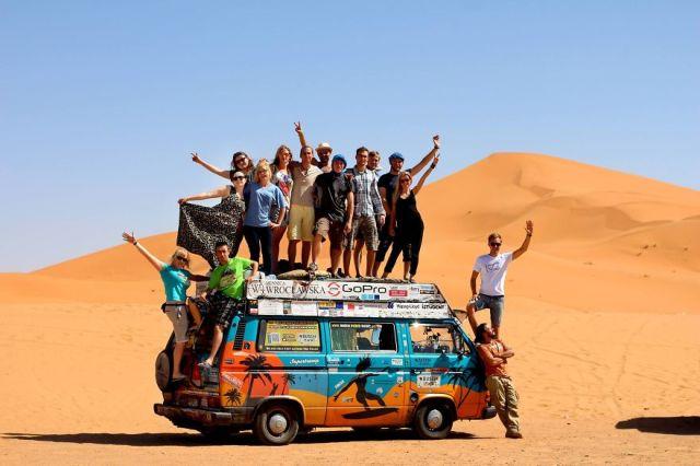 viajes-baratos-mundo-blogueros-polacos-furgoneta (11)