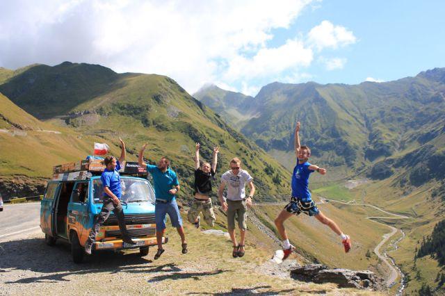 viajes-baratos-mundo-blogueros-polacos-furgoneta (13)