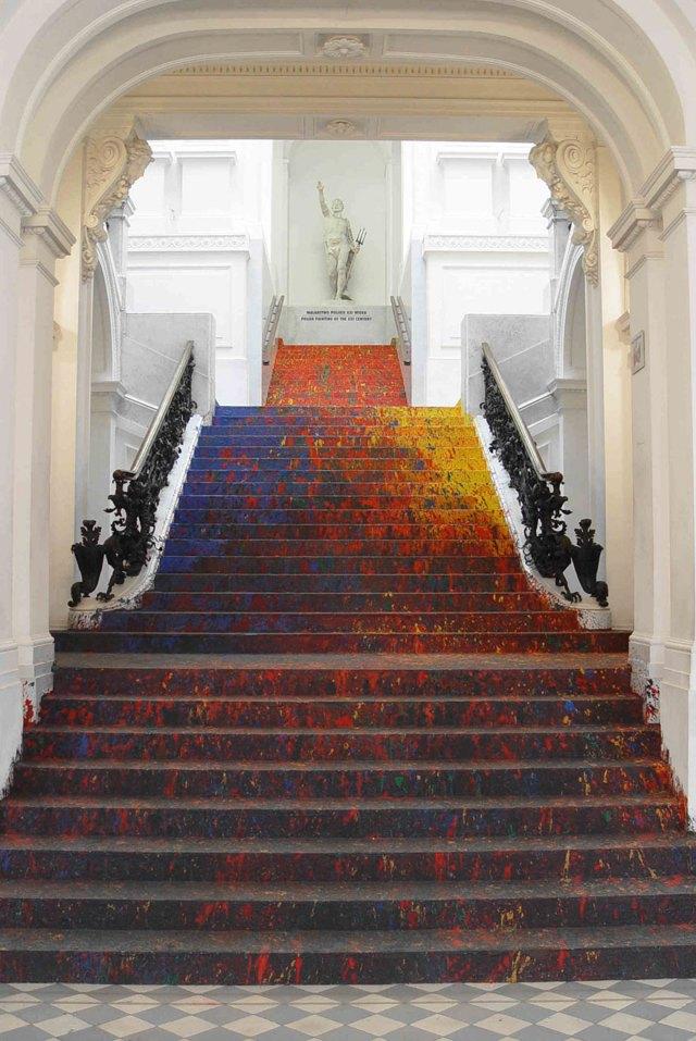 pintura-escalinata-galeria-zacheta-leon-tarasewicz-polonia (1)