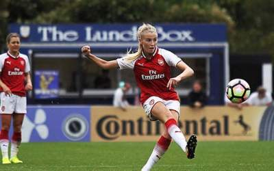 ARSENAL WOMEN IN ACTION AT MEADOW PARK