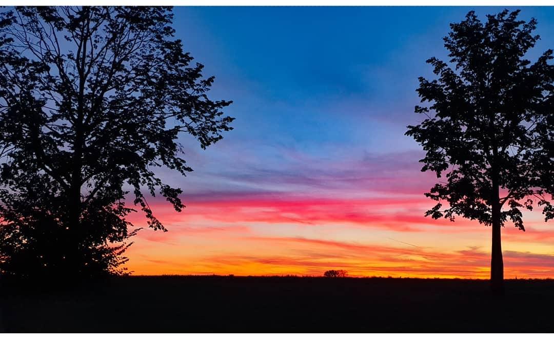 Gisteren weer zo'n mooie zonsondergang in #Born.  #liefdevoorlimburg #limburg #limburginbeeld  Credits: Ralf Grispen