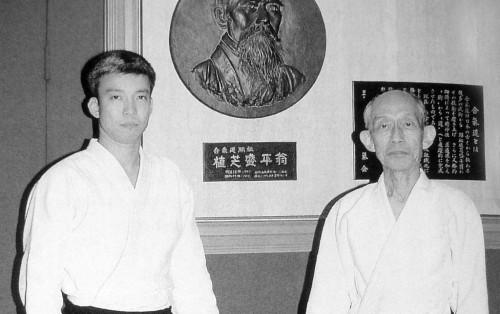 (Kişomaru Ueşiba oğlu Moriteru Ueşiba ile birlikte)