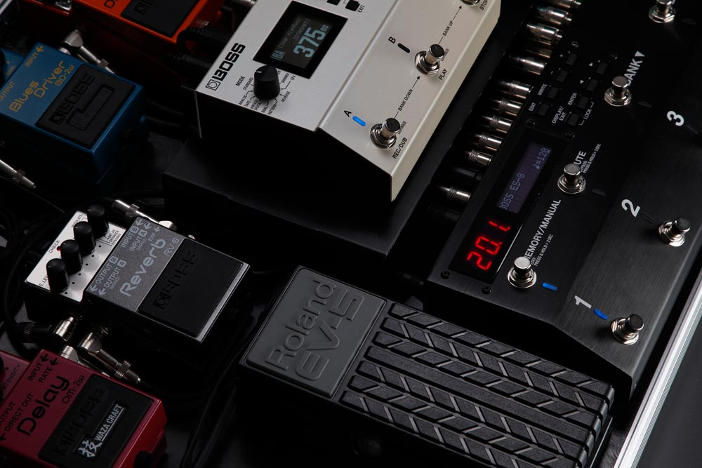 RV-6 Reverb on a Pedalboard with the ES-8