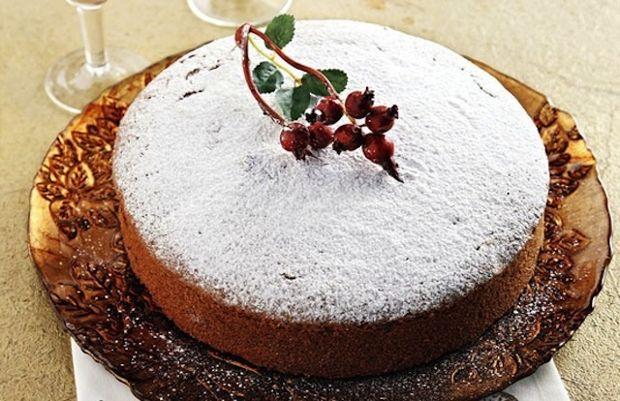 """Κατά την οικογενειακή μας συνταγή σχηματίζουμε με ενα """"κορδελάκι"""" ζύμης τον αριθμό της χρονιάς που ξεκινά. Αλλά και η εκδοχή της άχνης ζάχαρης δεν είναι απορριπτέα. Σ' αυτήν την περίπτωση το 2013 μπορεί να σχηματιστεί από ολόκληρα καβουρδισμένα αμύγδαλα."""