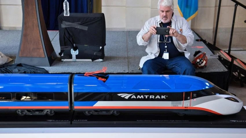 Amtrak S Answer For Aging Acela Fleet 160 Mph Trains